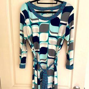 .Timeless blue dress in geometric print